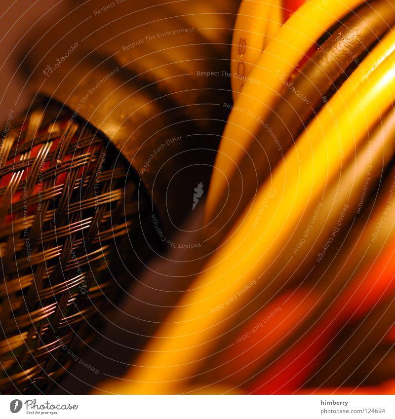 kabelbombe Elektrisches Gerät Saft Server Draht Kraft DVD-ROM Verbindung Anschluss verbinden rot gelb Technik & Technologie Makroaufnahme Nahaufnahme E-Mail