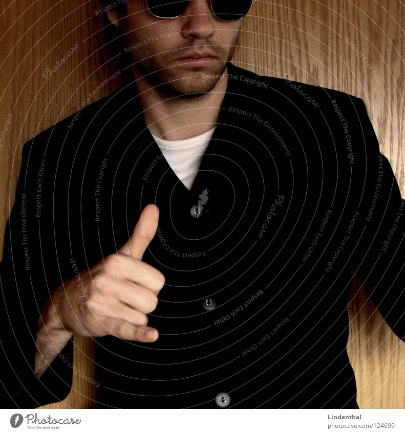 Jack Maddox Pt.2 Mann Hand Arbeit & Erwerbstätigkeit Coolness stehen Brille Ladengeschäft Bart Computernetzwerk Anzug Krimineller Hiphop Mafia Sprechgesang
