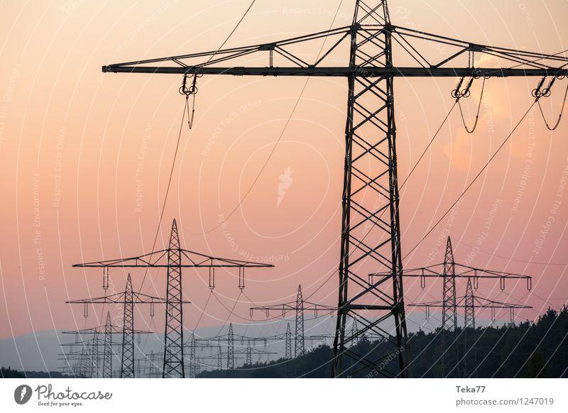Fernstrom Energiewirtschaft Erneuerbare Energie Sonnenenergie Energiekrise Tower (Luftfahrt) Kraft ästhetisch Hochspannungsleitung Strommast Farbfoto