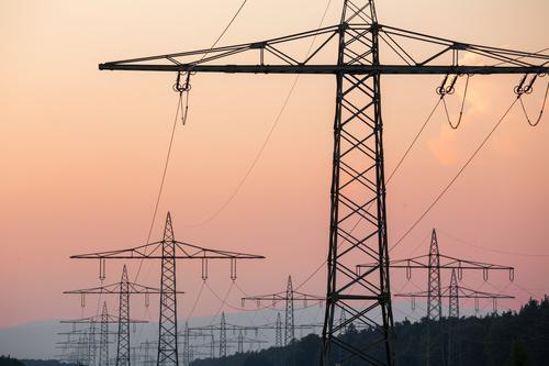 Fernstrom Energiewirtschaft Kraft ästhetisch Tower (Luftfahrt) Strommast Sonnenenergie Hochspannungsleitung Erneuerbare Energie Energiekrise