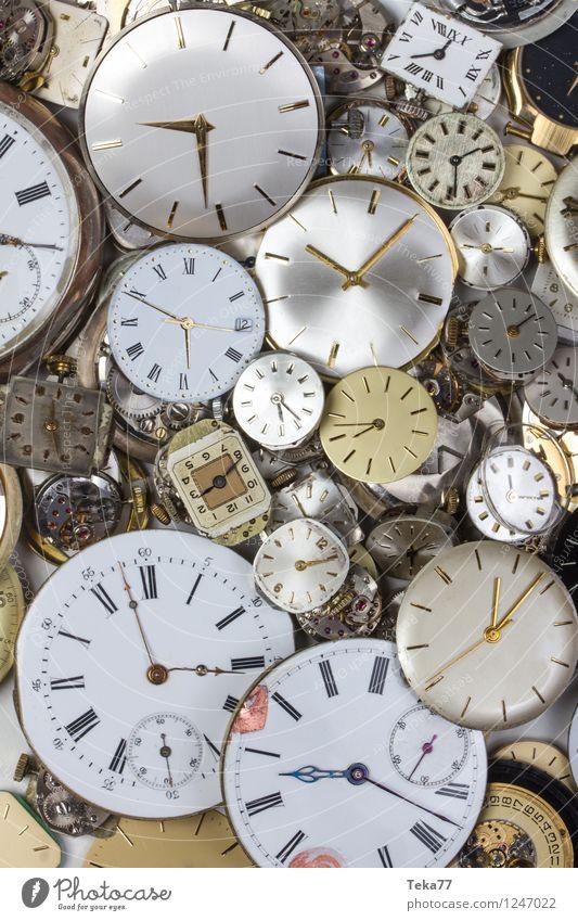Zeitmaschinen 4 Maschine Messinstrument Uhr Hand springen retro Zukunft Uhrwerk Farbfoto Nahaufnahme Detailaufnahme Menschenleer