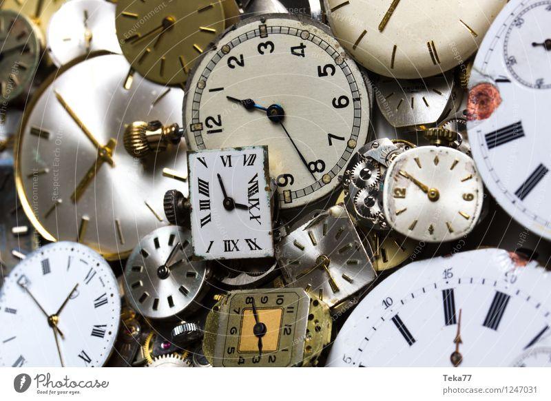 Zeitmaschinen 1 Maschine Messinstrument Uhr Hand springen retro ästhetisch planen Ewigkeit Zifferblatt Uhrwerk Studioaufnahme Nahaufnahme Detailaufnahme
