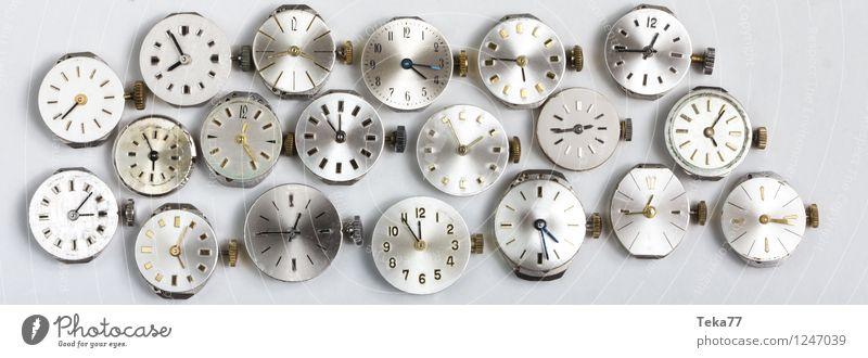 Uhrwerke Maschine Zeitmaschine Hand springen retro ästhetisch Bewegung Business Zifferblatt Schwarzweißfoto Nahaufnahme Detailaufnahme Menschenleer