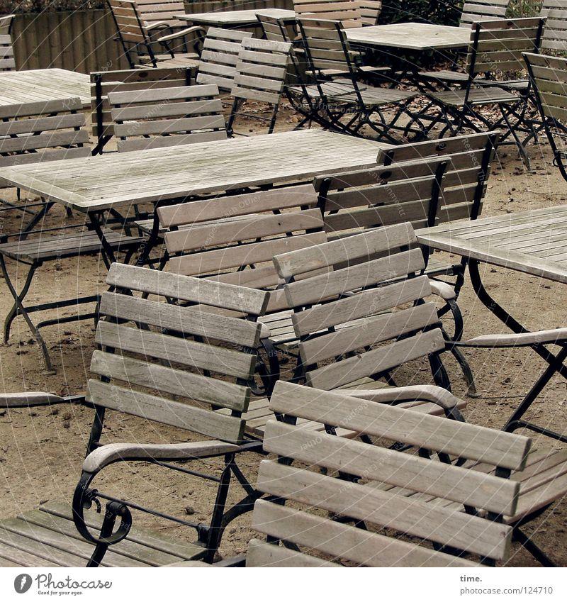Bald, bald! Sommer Erholung Ernährung Holz träumen Metall braun Kommunizieren Gastronomie Tee Möbel Restaurant Gesellschaft (Soziologie) Verkehrswege Sitzgelegenheit Sonnenbad