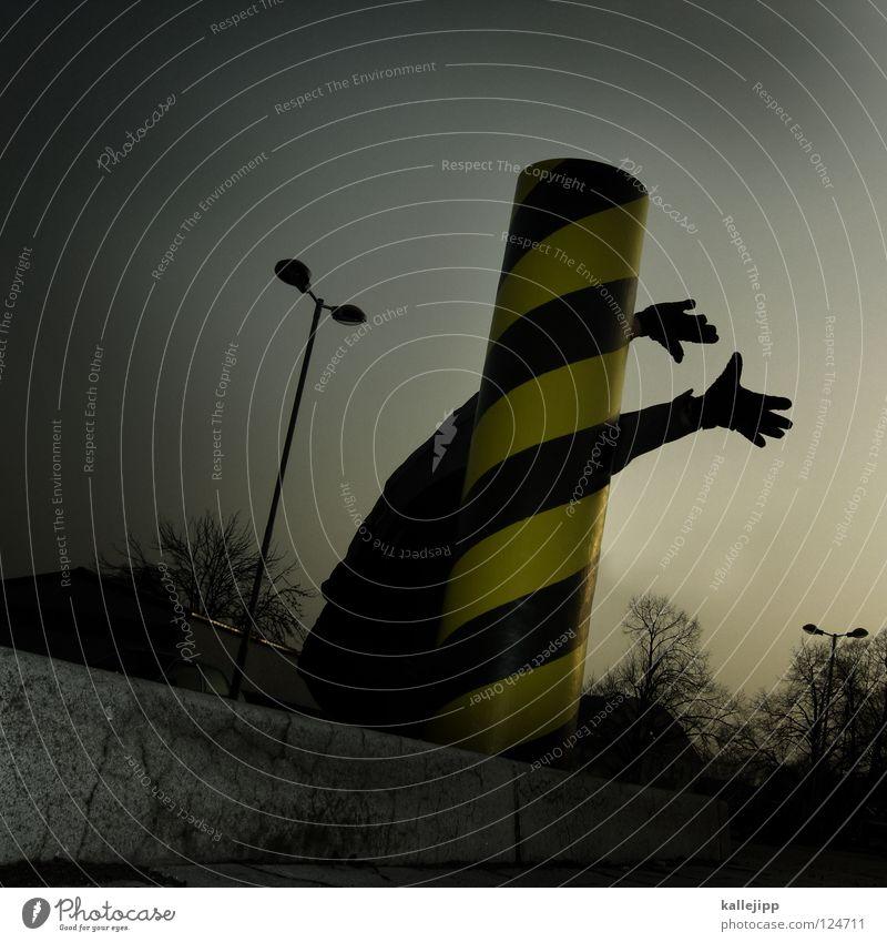 verwickelt Stab Ständer Säule Am Rand schwarz gelb gestreift Streifen Standort Hand lang Lampe Parkplatz Tarnung Suche verlieren Kunst Straßenkunst Artist