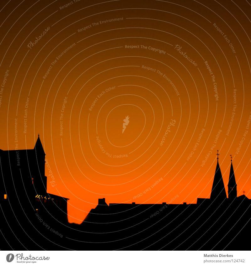 Orange Sky Herbst Stadt Gebäude Wolken schwarz Ferne Baum Schleier Luftverkehr Kollision Sonnenuntergang Physik Balkon Farbverlauf Kondensstreifen Arnsberg