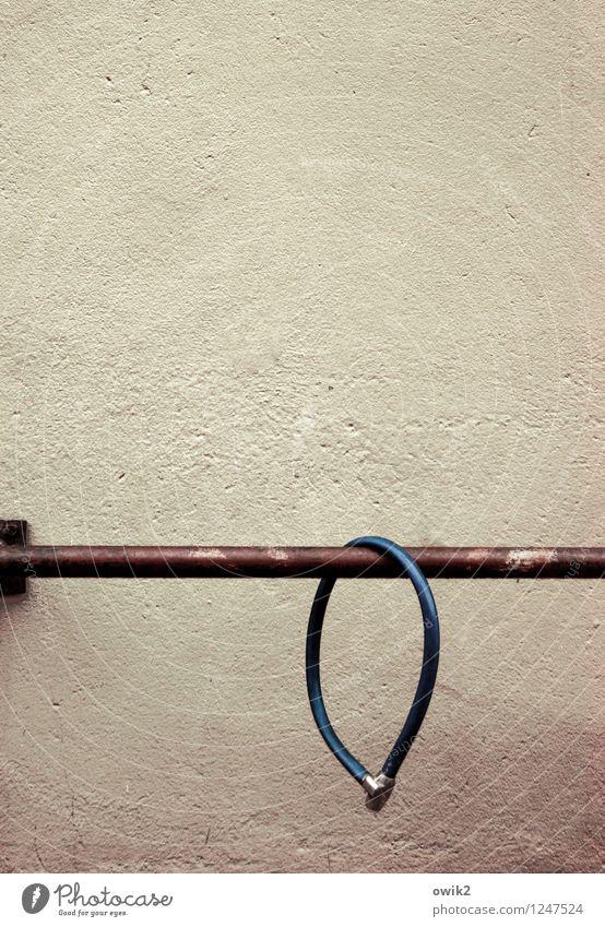 Phantomschmerz Mauer Wand Fassade Putzfassade Fahrradständer Fahrradschloss Sicherheit Metall Kunststoff hängen geduldig Traurigkeit Schmerz Sehnsucht