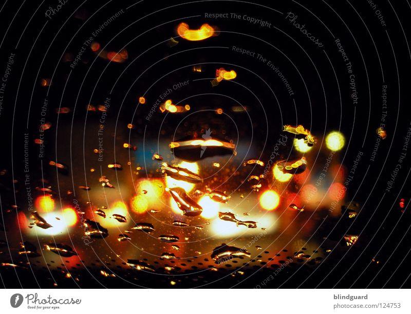 On The Road Again Licht Verkehr Verkehrsstau Autobahn Unwetter Lampe Lichtbrechung dunkel Nacht fahren stehen KFZ PKW rot gelb Rücklicht weiß grau diffus