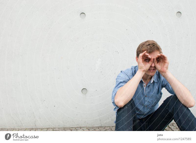 ich seh dich! Mensch Jugendliche Mann Erholung Erotik Junger Mann ruhig 18-30 Jahre Erwachsene Wand Leben lustig Lifestyle maskulin Zufriedenheit