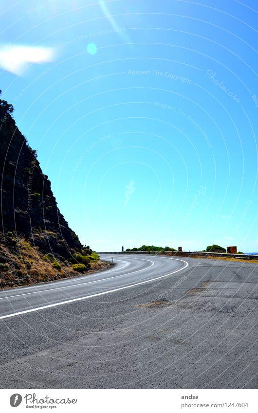 Kurve Himmel Natur Ferien & Urlaub & Reisen blau Pflanze grün weiß Einsamkeit Landschaft schwarz Straße Wege & Pfade grau Stein braun Felsen
