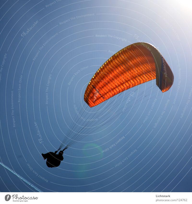 nur ein pfeifen Himmel Sonne blau rot Farbe Sport Spielen Freiheit Wärme Luft Wind Beginn Luftverkehr Freizeit & Hobby Gleitschirmfliegen Funsport