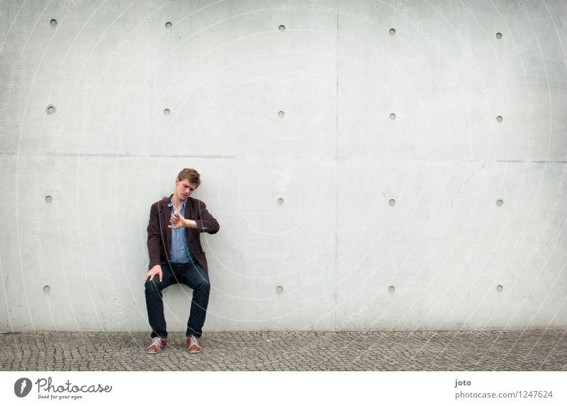warten. Mensch Mann Erwachsene 1 18-30 Jahre Jugendliche 30-45 Jahre sitzen Coolness Gelassenheit geduldig Selbstbeherrschung Neugier Business Einsamkeit