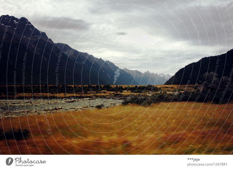gondor. Berge u. Gebirge Landschaft Himmel schlechtes Wetter dunkel Ferien & Urlaub & Reisen Neuseeland Fiordland Nationalpark Eglinton Valley Alpen