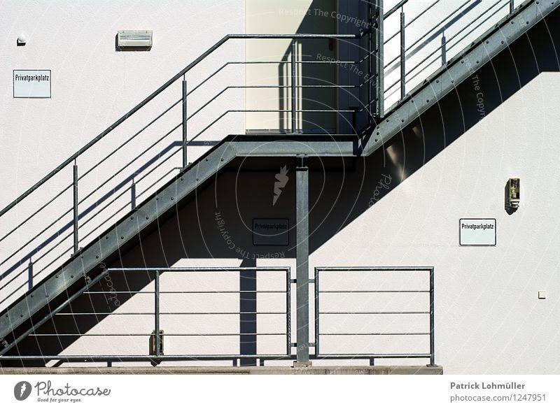 Außentreppe Architektur Schönes Wetter Kanton Freiburg Deutschland Europa Stadt Stadtzentrum Haus Gebäude Mauer Wand Treppe Fassade Beton Stahl gebrauchen kalt
