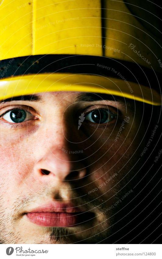 Steffen der Baumeister Mann Gesicht gelb Arbeit & Erwerbstätigkeit Kopf maskulin Sicherheit Baustelle Schutz Arbeiter stark Handwerk Kran Unfall Bauarbeiter