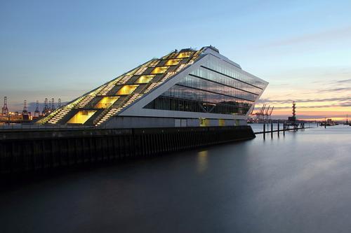Dockland Hamburg Himmel Stadt Wasser Umwelt Architektur Gebäude außergewöhnlich Deutschland Fassade Treppe Büro modern Beton Europa Schönes Wetter
