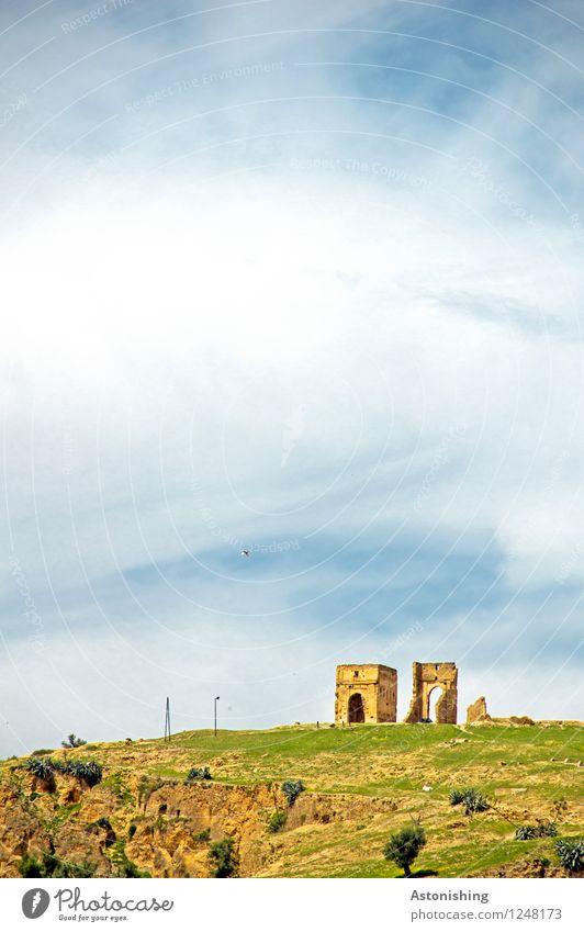 Ruine Umwelt Natur Landschaft Pflanze Himmel Wolken Horizont Wetter Schönes Wetter Baum Gras Hügel Felsen Fes Marokko Turm Tor Bauwerk Gebäude Tür Stein hoch