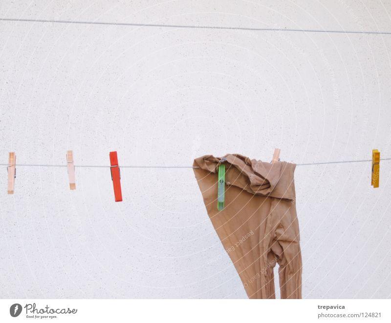 strumpfhosen Strumpfhose hängen Wand braun Nylon feminin mehrfarbig Wäscheleine trocknen Sauberkeit Bekleidung Haus Arbeit & Erwerbstätigkeit Einsamkeit Stil