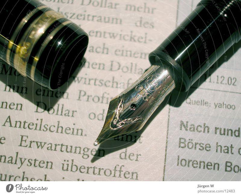 Meisterstück 1 Schriftzeichen Zeitung Typographie Handschrift Tinte Füllfederhalter Schreibgerät