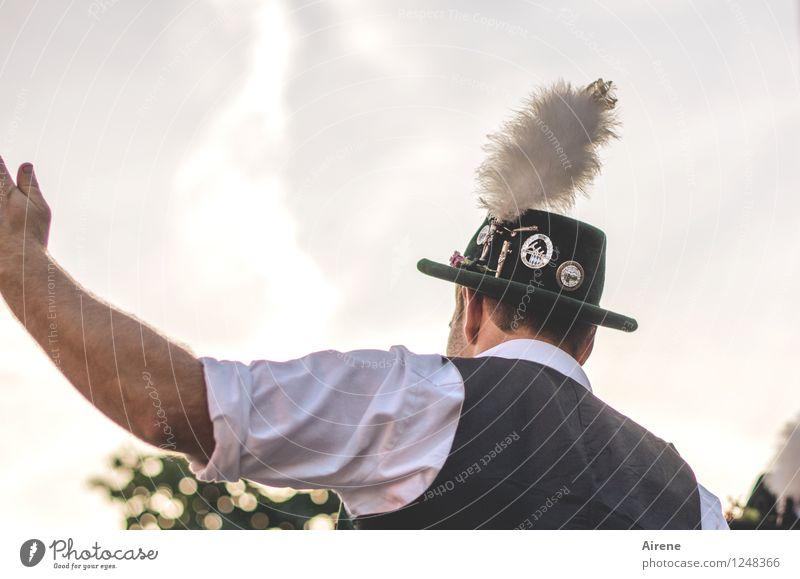 Auf geht's Mensch maskulin Mann Erwachsene Kopf Rücken Arme 1 30-45 Jahre Weste Tracht Volkstracht Gebirgstracht Hut Trachtenhut Filzhüte Hutfeder Adlerfeder