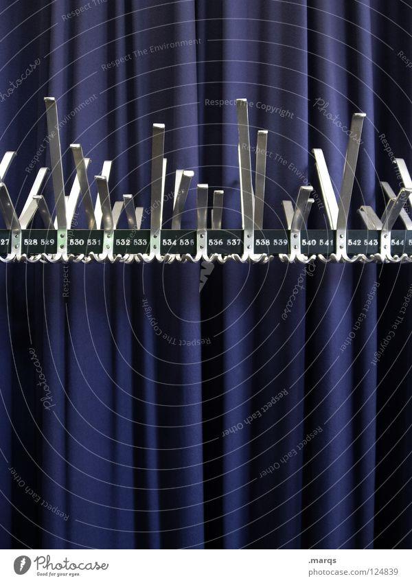 527-545 Kleiderständer Ständer Haken aufhängen glänzend Stoff Vorhang weiß Kino Veranstaltung Theater Konzert Dekoration & Verzierung Metall gänzen blau Falte