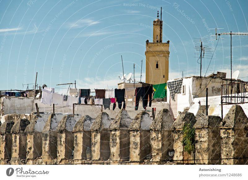 Wäsche vor der Moschee Himmel Stadt blau Sommer Wolken Haus Fenster Wand Gebäude Mauer Stein braun Horizont Treppe Wetter Bekleidung