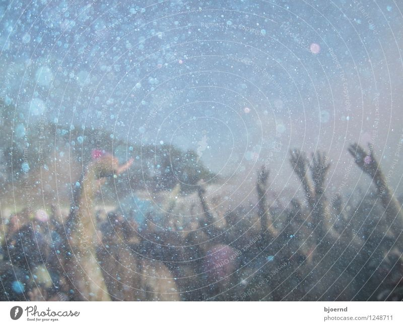 Holi Gaudy Festival Lifestyle Sommer Entertainment Party Veranstaltung Musik Diskjockey Tanzen Mensch Hand Menschengruppe Menschenmenge Konzert Open Air