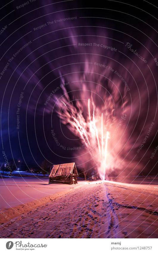 Heute lassen wir es krachen! Freude Feste & Feiern Silvester u. Neujahr Winter Eis Frost Schnee Feuerwerk Holzhütte glänzend leuchten außergewöhnlich mehrfarbig