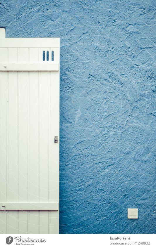 weißblau Haus Bauwerk Gebäude Architektur Mauer Wand Fassade Namensschild Klingel Holz Linie Streifen ästhetisch hell Design Farbe Putz Putzfassade Fensterladen