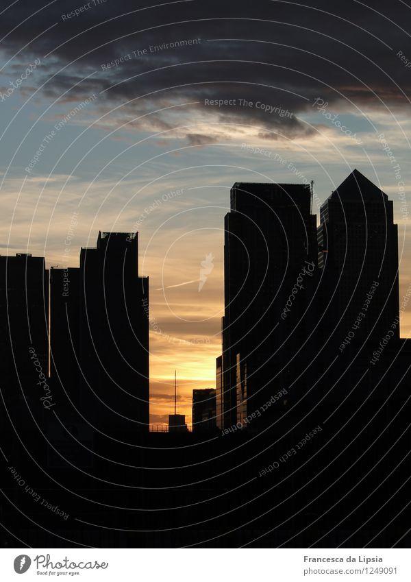 London Canary Wharf Himmel Ferien & Urlaub & Reisen Stadt blau Wolken dunkel schwarz Architektur Gebäude Stimmung Horizont orange Büro modern Glas gold