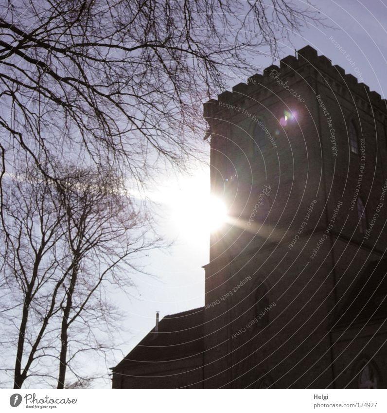 Burgfräuleinshausen... Natur alt Himmel weiß Baum Sonne blau Wolken dunkel Fenster grau Mauer Linie hell Beleuchtung Glas