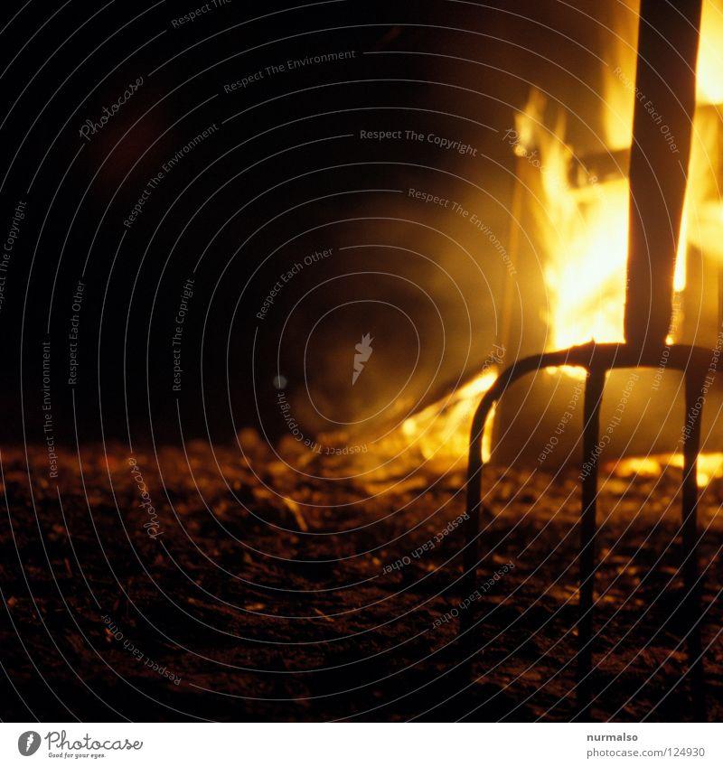 Devil sky Gabel Teufel heiß Physik brennen Scheiterhaufen Hexe Hölle dunkel Nacht Huf Glut Götter Wohlgefühl Pfadfinder Holz Sammlung Gefühle Langzeitbelichtung