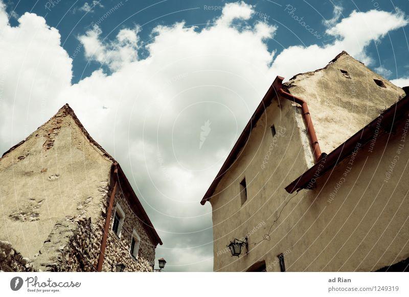 Vergessene Welt Himmel Wolken Sommer Schönes Wetter Dorf Kleinstadt Altstadt Skyline Menschenleer Haus Hütte Burg oder Schloss Ruine Bauwerk Gebäude Architektur