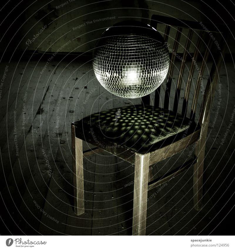 Disco Holz Discokugel Party Club Spiegel Licht Rhythmus Funktechnik Kitsch Lichttechnik glänzend Glamour schimmern mehrfarbig Schweben Schwerelosigkeit leicht