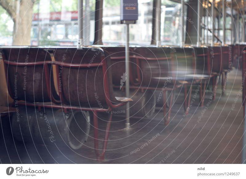 Bim Stadt Menschenleer Verkehr Verkehrsmittel Öffentlicher Personennahverkehr Schienenverkehr Straßenbahn Schienenfahrzeug retro Trambahn Lokomotive Sitz