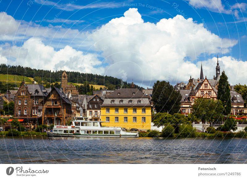 Traben-Trarbach Moselland Ferien & Urlaub & Reisen Fluss Traben-Trabach Dorf Architektur Historische Bauten Kreuzfahrt Passagierschiff alt historisch Farbfoto
