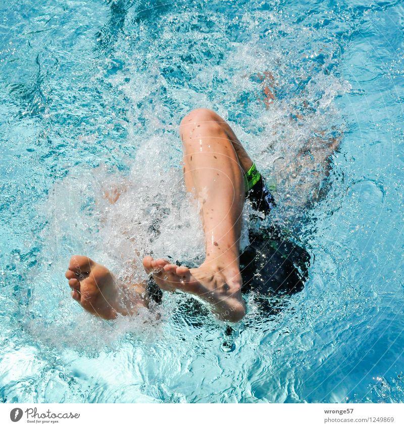 Abtauchen Sport Sportveranstaltung Triathlon Schwimmsport Schwimmen & Baden Schwimmbad Mensch maskulin Junger Mann Jugendliche Erwachsene Beine 1 nah sportlich