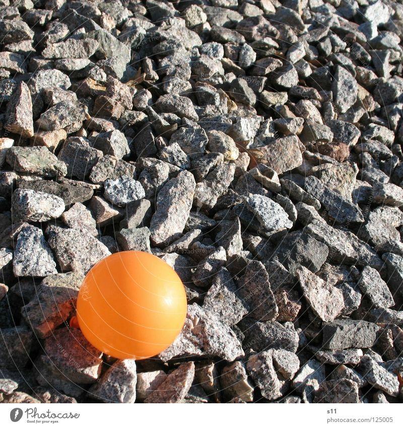 Ballon Auf Reisen Luft blasen rund Kies Einsamkeit Dekoration & Verzierung Stein Mineralien Luftballon Feste & Feiern orange Schatten Kugel Bodenbelag Punkt
