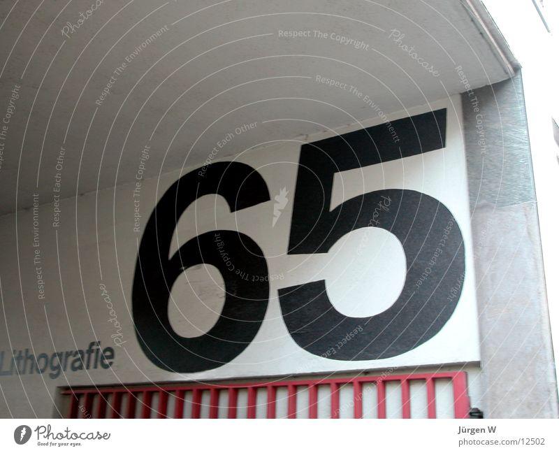 65 Wand Mauer Schriftzeichen Ziffern & Zahlen Typographie Fototechnik Hausnummer