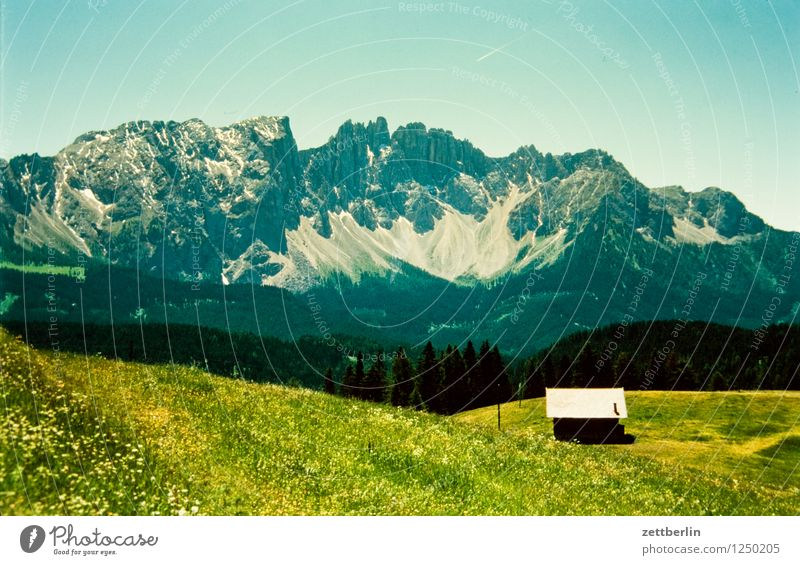 Italien (1) Europa Ferien & Urlaub & Reisen Reisefotografie Tourismus Haus Hütte Berghütte Landschaft Berge u. Gebirge Tal Serpentinen Wege & Pfade Fußweg
