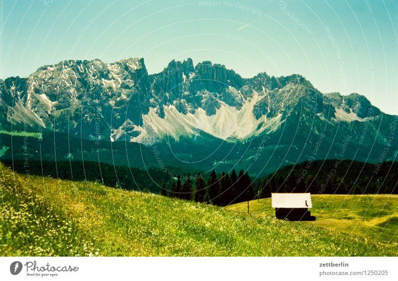 Italien (1) Himmel Ferien & Urlaub & Reisen Sommer Landschaft Haus Ferne Wald Reisefotografie Berge u. Gebirge Straße Wiese Wege & Pfade Felsen Tourismus