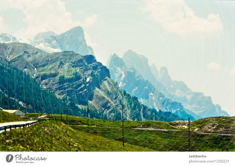 Italien (2) Europa Ferien & Urlaub & Reisen Reisefotografie Tourismus Landschaft Berge u. Gebirge Tal Serpentinen Wege & Pfade Fußweg Straße Pass Felsen