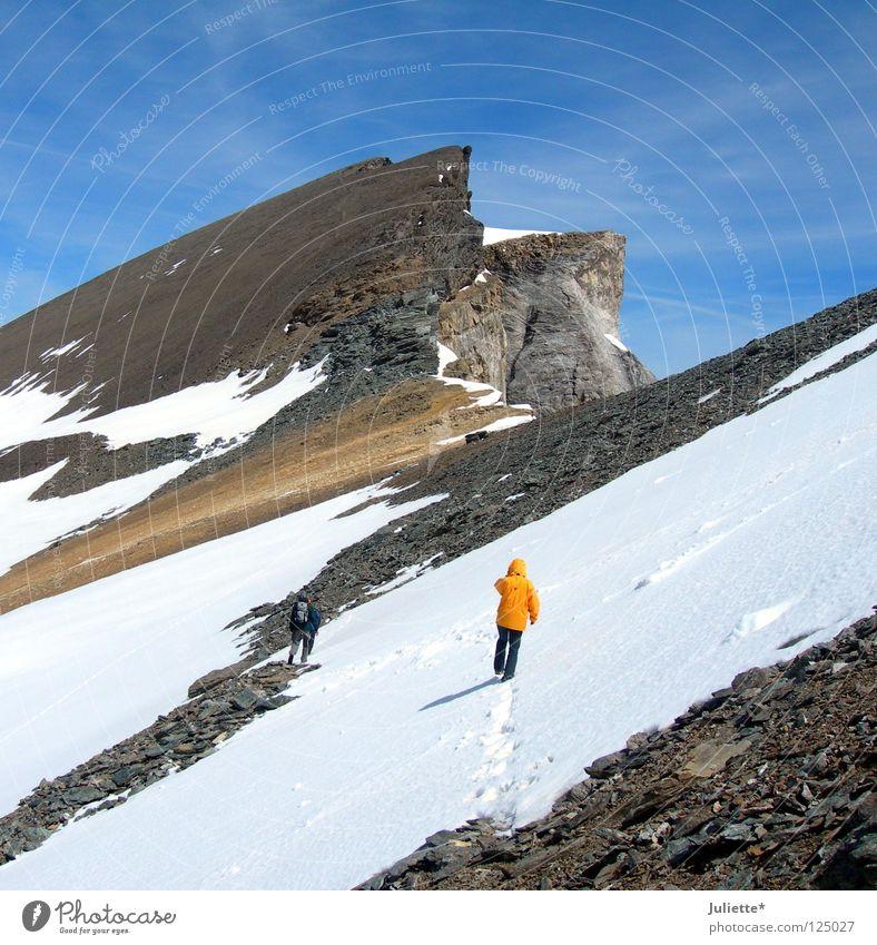 Bald geschafft! schön Himmel weiß Ferne kalt Schnee Berge u. Gebirge Stein Beleuchtung wandern Frost Niveau Schweiz Klettern Bergsteigen Wintersport