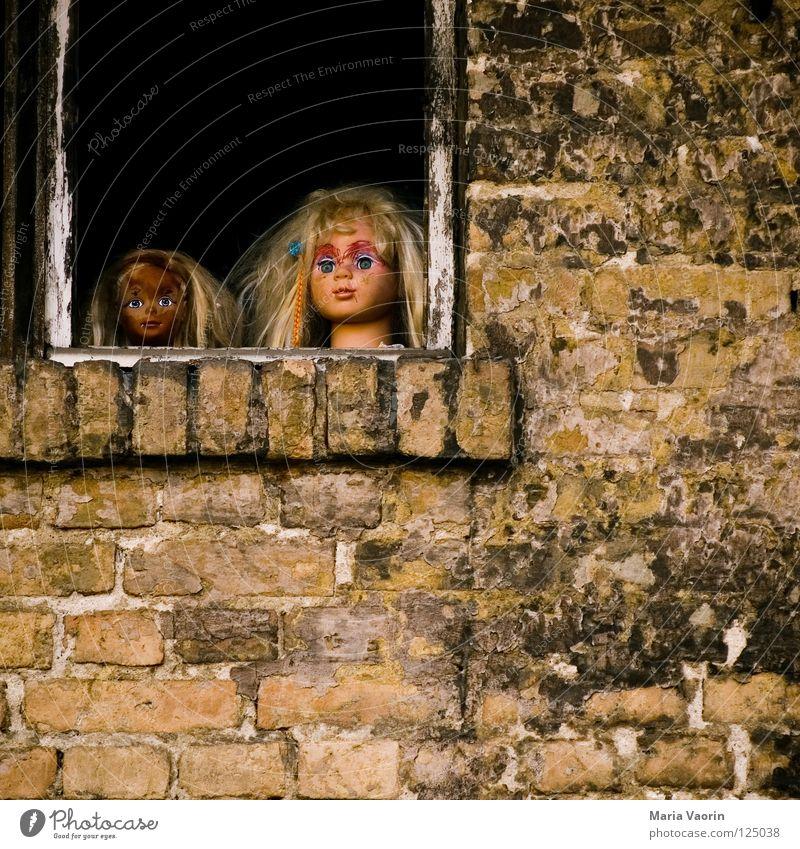 Willst du mit mir spielen? Kind schön Spielen Kopf blond Angst verrückt Spielzeug gruselig Schminke obskur Puppe Seele Panik unheimlich Schminken