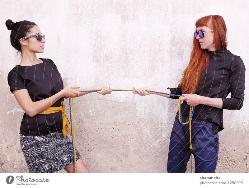 strick II Mensch Jugendliche Junge Frau feminin Mode Kraft Erfolg ästhetisch gefährlich Seil trendy Mut Stress Konflikt & Streit schwarzhaarig rothaarig