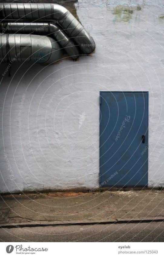 Zugang: Abluftbesichtigung Chrom weiß grau Bürgersteig Bordsteinkante Installationen Ausgang Eingang Wand Mauer Gebäude Haus Gewerbe Backstein Fassade