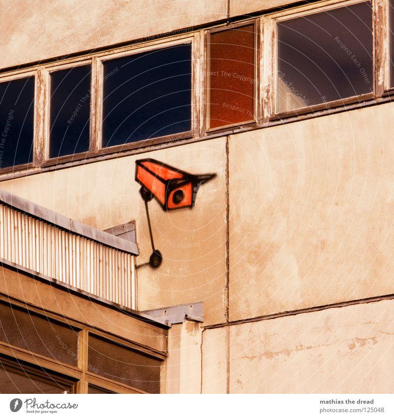 Watch It Baby! alt rot Haus schwarz Einsamkeit Farbe dunkel Wand grau Traurigkeit Mauer Gebäude Linie Graffiti braun orange