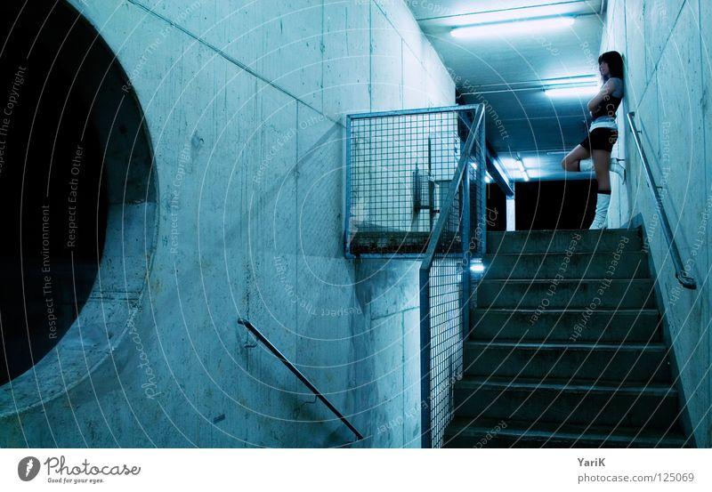 waiting for .... ? Frau alt blau schön Einsamkeit Ferne Straße feminin kalt dunkel Wand Schuhe warten Beton Treppe Kreis