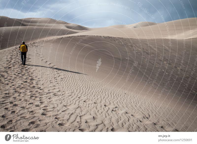 zwei Schritte vor.. Mensch Himmel Natur Ferien & Urlaub & Reisen Mann Sommer Landschaft Ferne Erwachsene Sand maskulin Tourismus wandern hoch Abenteuer USA