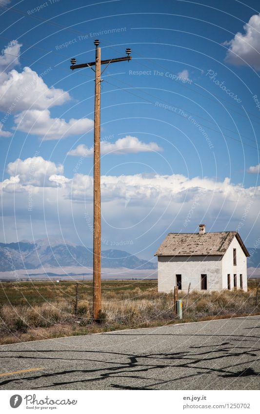 Strom... Himmel Ferien & Urlaub & Reisen Sommer Einsamkeit Landschaft Wolken Haus Ferne Berge u. Gebirge Umwelt Straße Gras klein Energiewirtschaft Ausflug